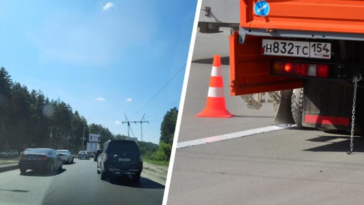 Водители встали в пятикилометровую пробку на выезде из Новосибирска