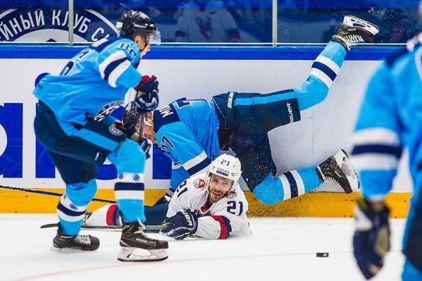 Игра началась в 19:30 по новосибирскому времени