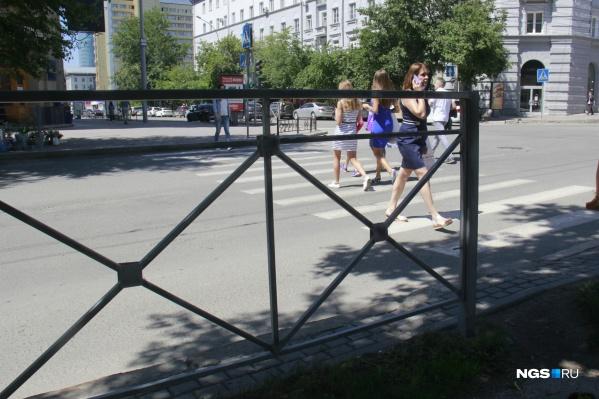 Новые ограждения поставят на нескольких перекрёстках города
