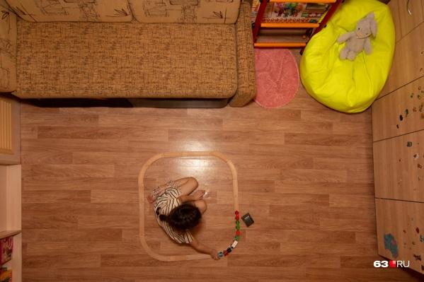 Многие семьи, которые ждут своего жилья в очереди, ютятся в съемных квартирах