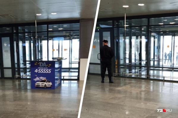 Раньше в тюменском аэропорту была стойка официального такси Рощино. Сегодня ее убрали
