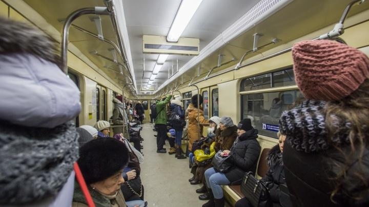 Станции метро «Площадь Маркса» и «Студенческую» будут закрывать на два часа раньше — рассказываем когда