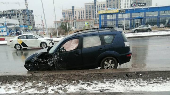 Выехал на встречку и врезался в машины: на Мельникайте произошло трагическое ДТП