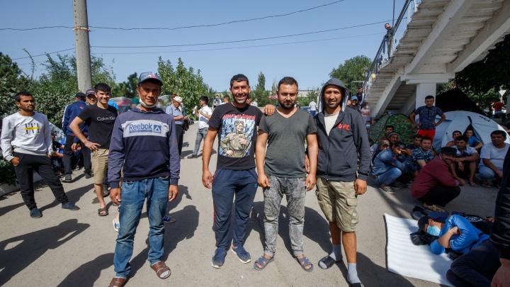 Узбекских мигрантов из Ростова отправили жить на станцию юных техников в Каменске-Шахтинском