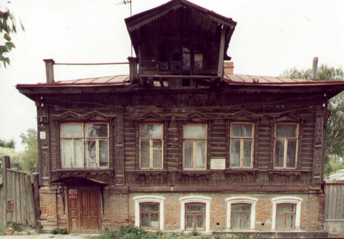 В советское время комнаты в доме стали сдавать в аренду
