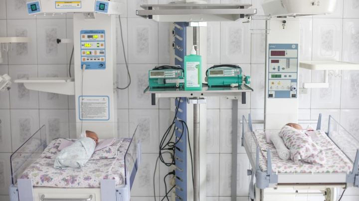 Возле кемеровского храма нашли новорожденную девочку. Она лежала в пакете