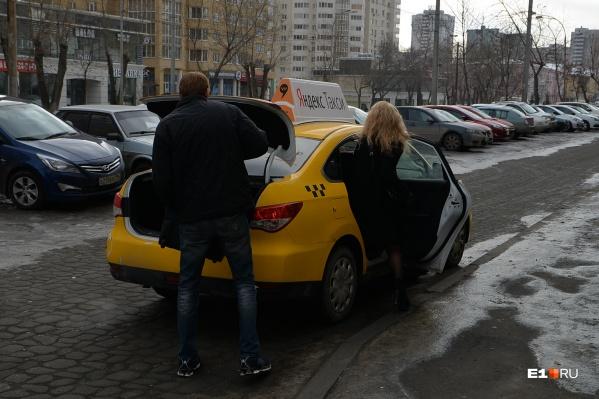 Пассажиры регулярно оставляют свои вещи в такси