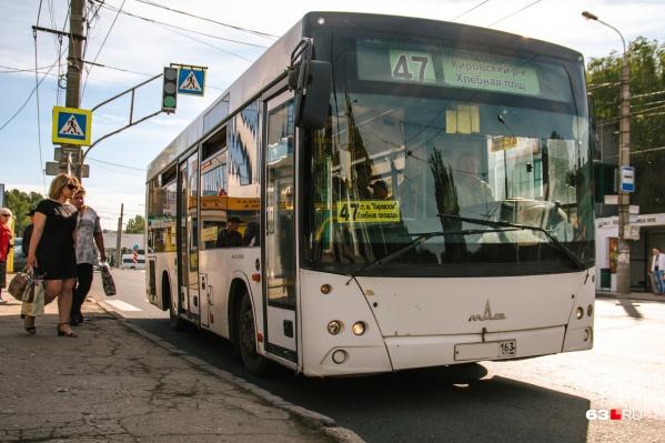 Сейчас муниципальные автобусные маршруты в Самаре обслуживают МАЗы средней вместимости (на фото) и ЛИАЗы большой вместимости. И в тех, и в других нет кондиционеров