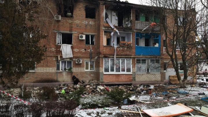 Как выглядит дом в Азове после взрыва бытового газа — фоторепортаж с места трагедии