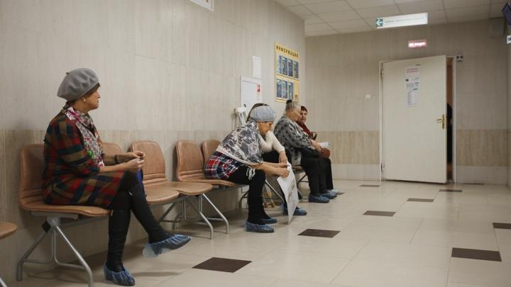 В разгар пандемии треть тюменских медиков заболела и ушла на больничный