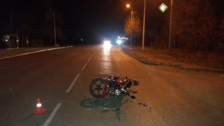 В городе ввели план «Перехват»: в Волжском водитель иномарки сбил мотоциклиста и сбежал с места ДТП