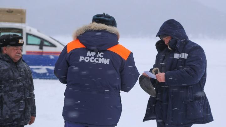 На льдине у о. Татышев заметили трех дрейфующих рыбаков