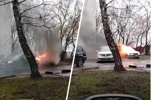 Старая «Волга» давно простаивала на парковке у дома