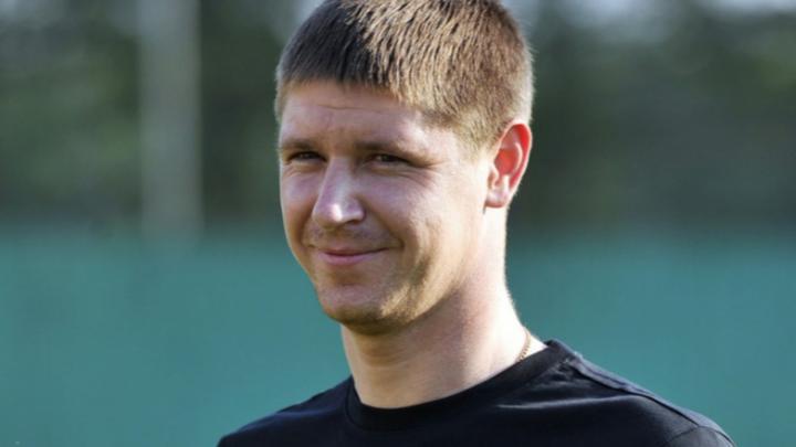 Капитан футбольного клуба «Уфа» показал, как тренируется в подъезде в условиях самоизоляции