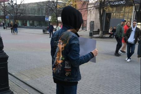 Такими действиями активисты пытаются привлечь внимание к гибели нижегородской журналистки