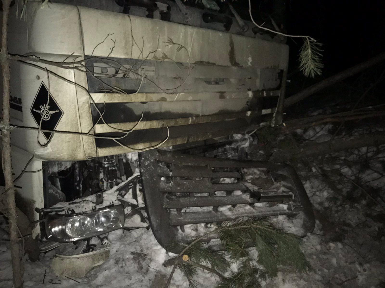 После столкновения с УАЗом Nissan попал под фуру Daf