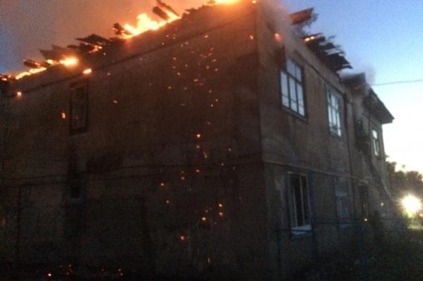 Дом загорелся в час ночи