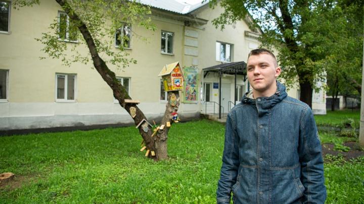 Недетские истории: почему даже молодежь не хочет переезжать из Кольцово