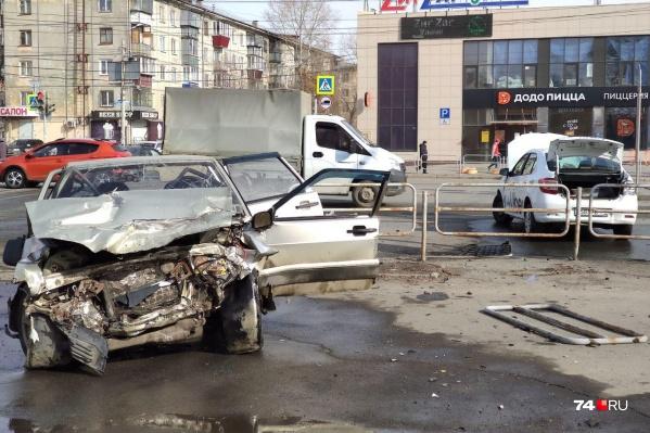 Авария случилась на пересечении улицы Барбюса и Дзержинского