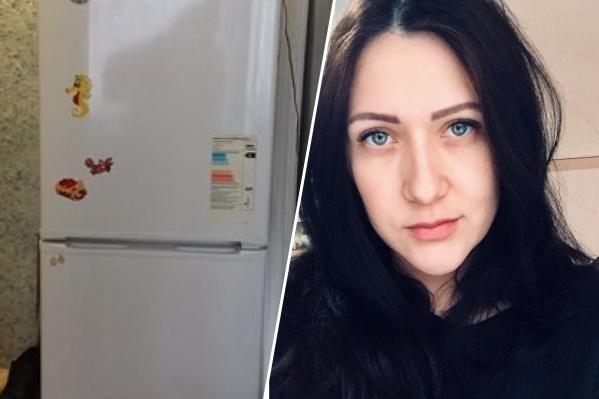 Девушка продавала свой старый холодильник