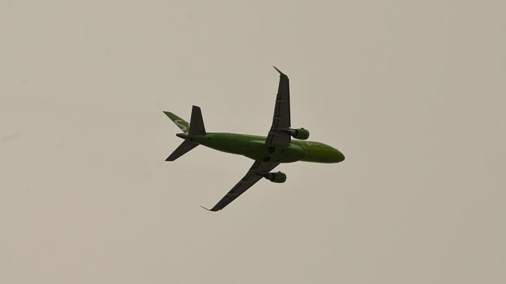 В Екатеринбурге садится самолет после отказа двигателя