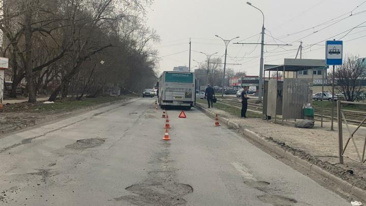 Пассажирский автобус насмерть сбил пенсионерку на Троллейном жилмассиве