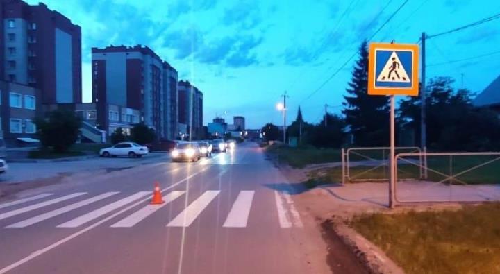 Под Новосибирском водитель на красной машине сбил 11-летнюю девочку и скрылся