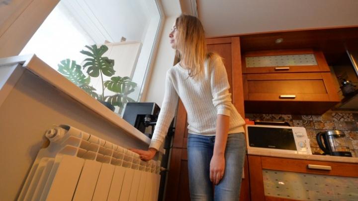 В Екатеринбурге начали пускать тепло в дома: рассказываем, кому уже повезло