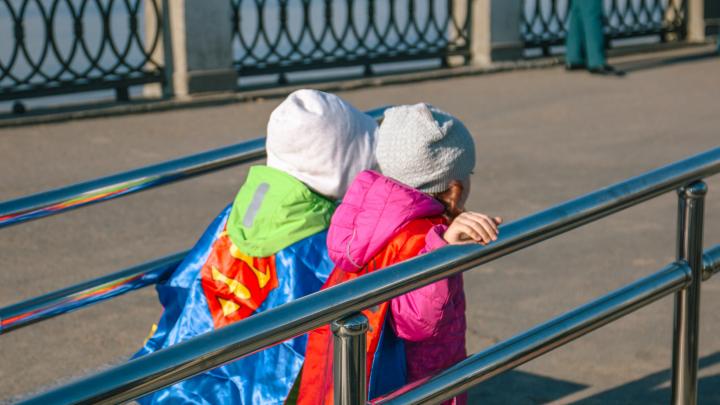 «А вам что мешает иметь детей?»: Минсоцдем устроил опрос среди жителей области