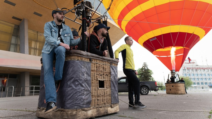 Над центром Волгограда вновь пролетят воздушные шары с фотографиями Сталина и Жукова