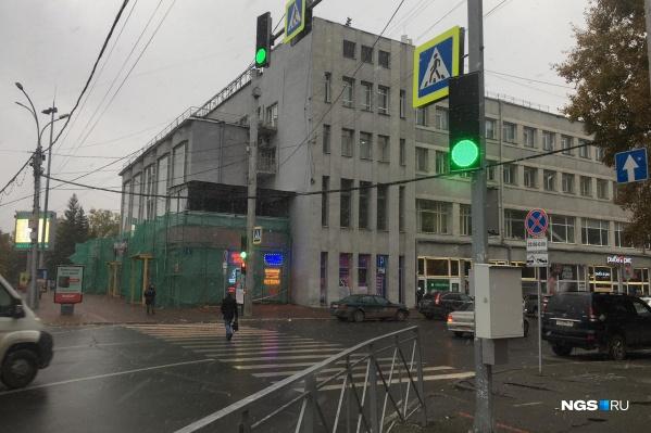 Теперь пешеходный переход на Ленина регулируется