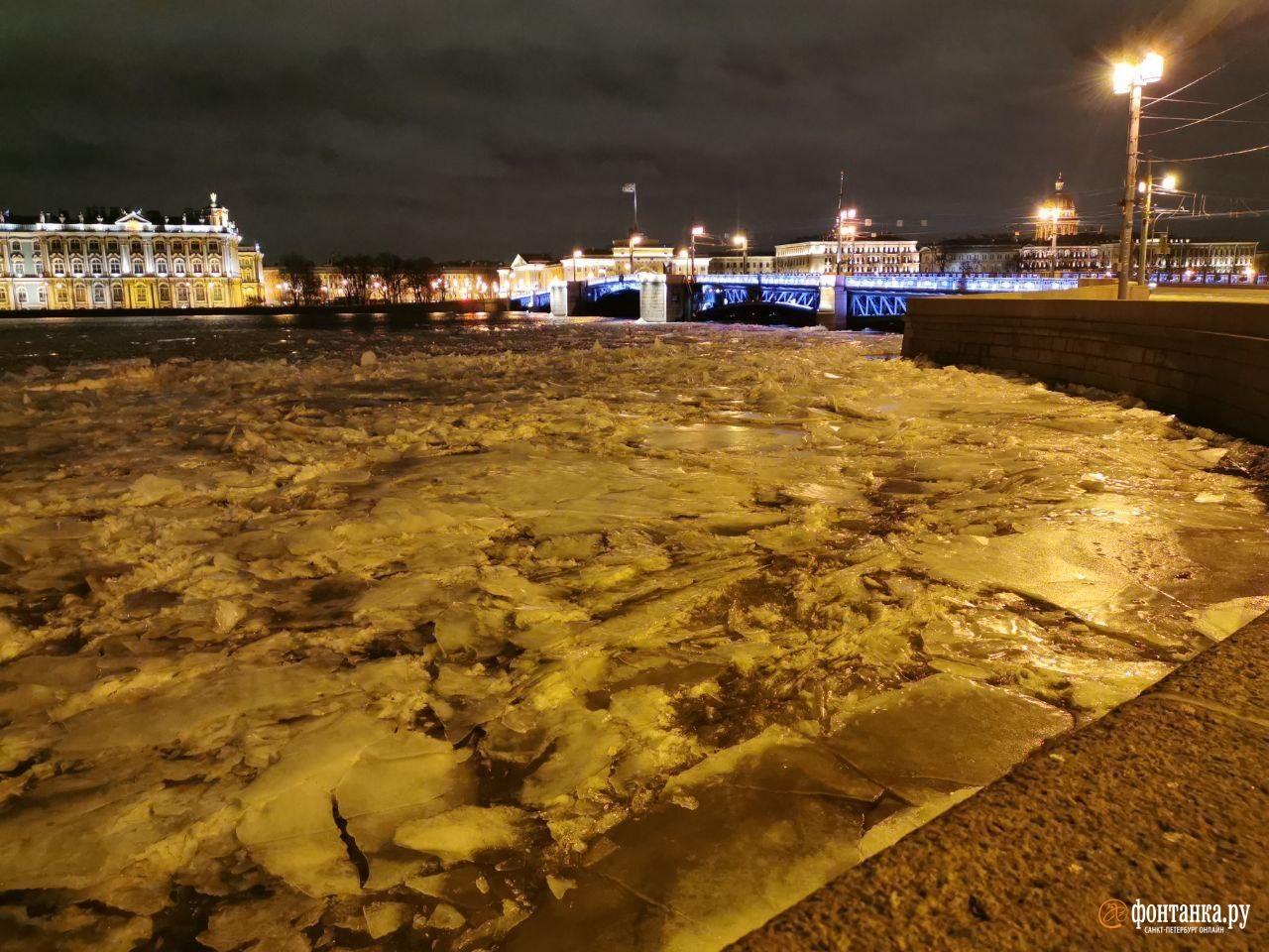 А лёд на Неве так и не встал.Санкт-Петербург, 18 февраля 2020 года