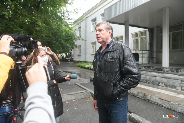 Александр Новиков считает, что отец Сергий может еще принести пользу России