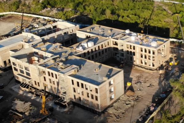 В трехэтажном здании смогут учиться 600 детей