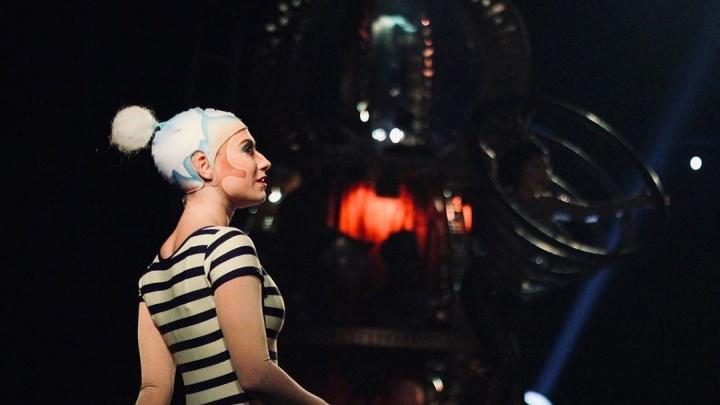 Артистка Цирка дю Солей из-за пандемии застряла в Омске и устроилась в батутный парк