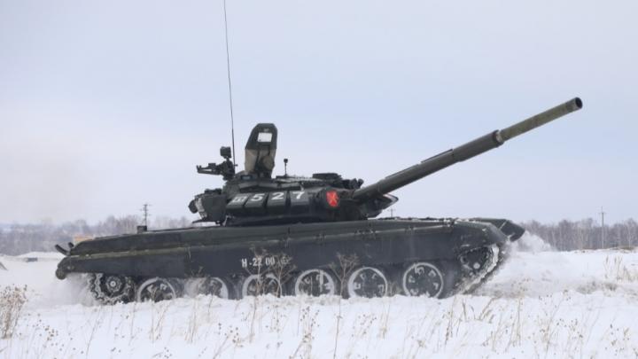 Военные рассказали, сколько будет техники на параде в Новосибирске — показываем танк, который приедет впервые