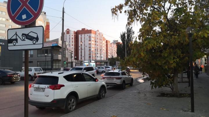 «Хочу быть выше всех»: автохамы Волгограда игнорируют полупустые стоянки