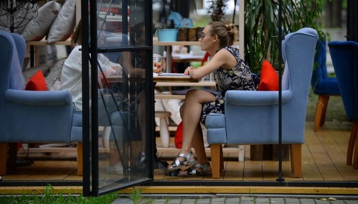 Рестораны и кафе в Екатеринбурге начнут работать, но только на улицах