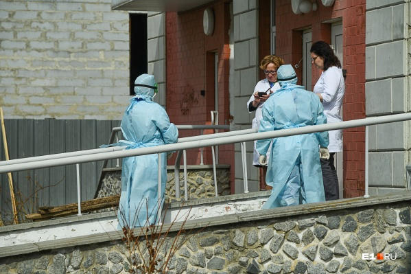 В 24-ю больницу Екатеринбурга женщину привезли только в конце апреля, до этого ее лечили от бронхита в Полевском