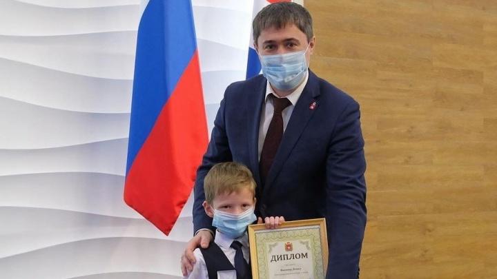 В Прикамье детям вручили премии «Пермский характер». В числе победителей — 7-летний мальчик, спасший братьев из горящего дома