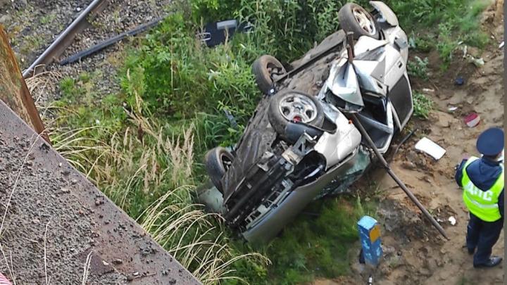 Молодой автомобилист превысил скорость и улетел с моста в Выксе