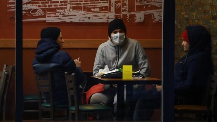 Заболевший коронавирусом южноуралец после возвращения из Испании ходил на работу и был в баре