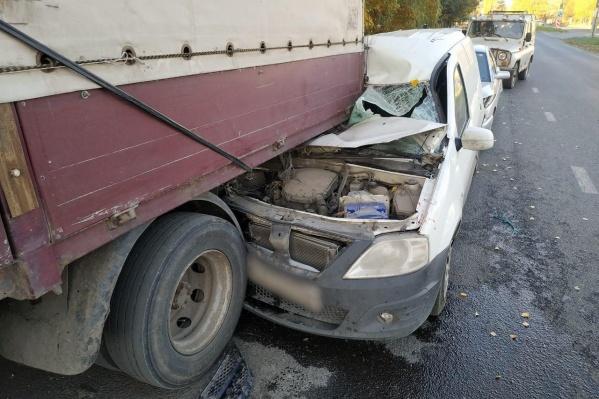 Удар пришёлся в правую сторону машины