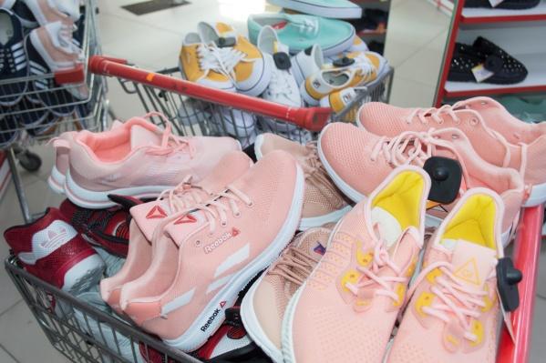 В торговой точке изъяли почти тысячу единиц контрафактной одежды и обуви