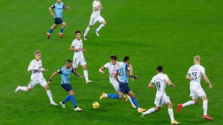 «Внес вклад в развитие футбола»: матч на «Волгоград Арене» начался с минуты молчания