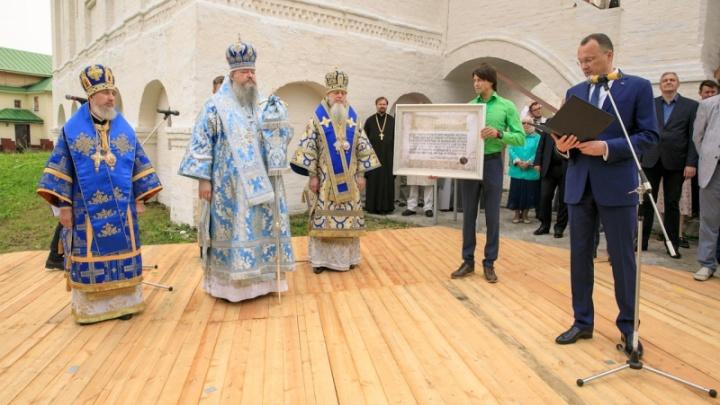 Голос души обители: в Сийском монастыре освятили гигантский двухтонный колокол