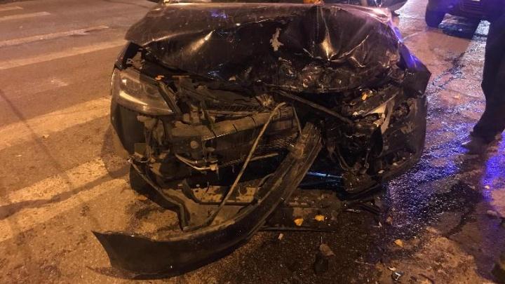 В Перми две пассажирки пострадали при столкновении легковушек