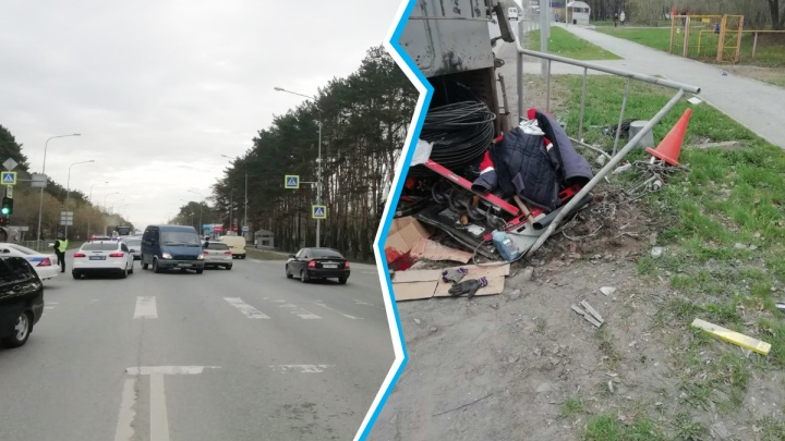 74-летний тюменец на Mitsubishi не пропустил УАЗ на перекрестке. Один автомобиль лег на бок