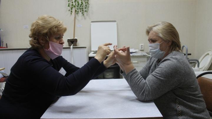 В Самарской области восстановиться после тяжелых болезней помогает школа реабилитации и ухода