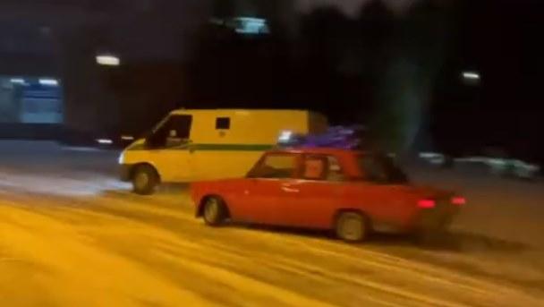 Любители дрифта из Красноярска поучаствовали в челлендже и сняли видео с инкассаторским авто